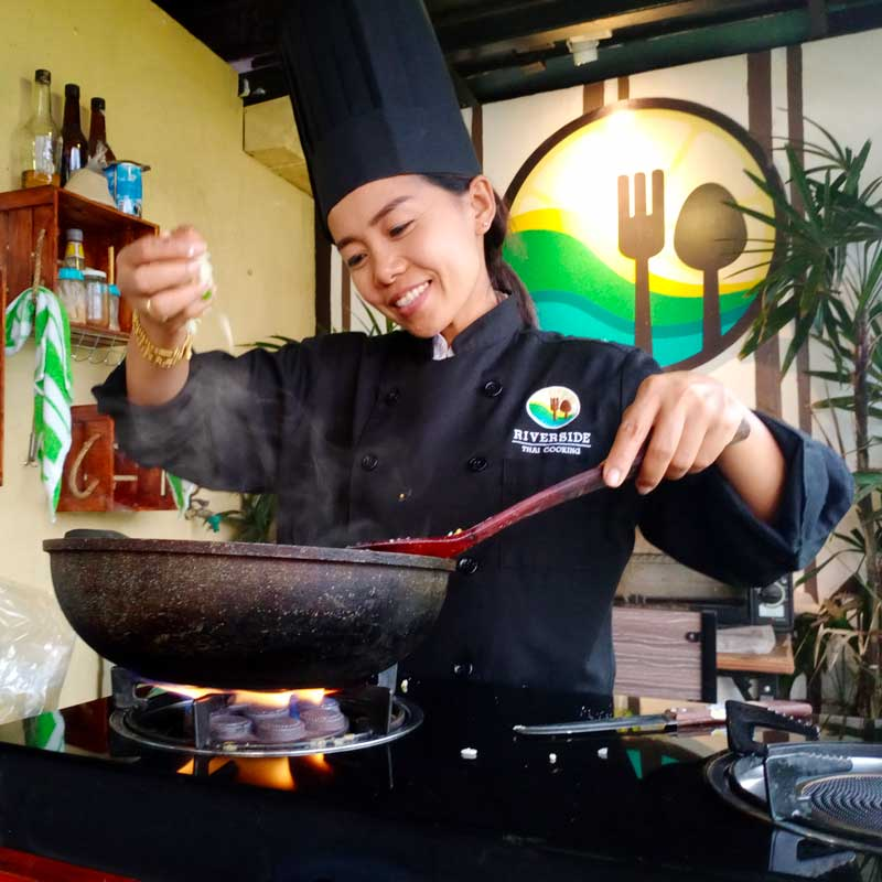Thai cooking with Apple in Khao Lak