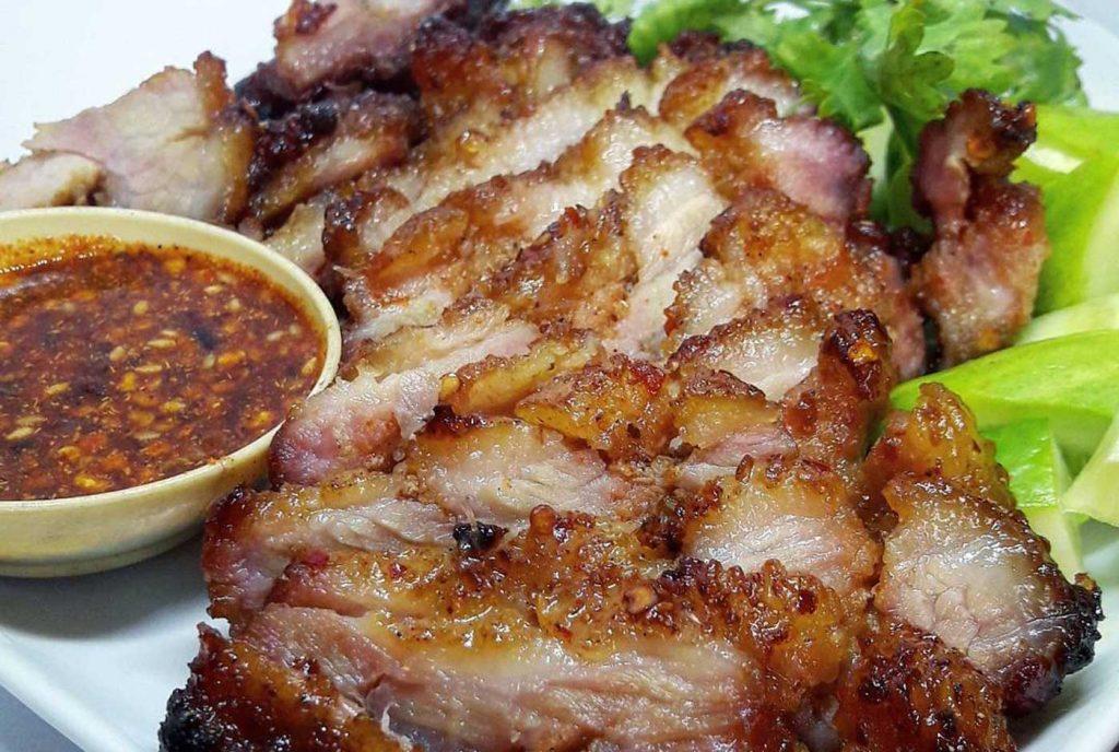 Grilled pork neck with Thai herbs