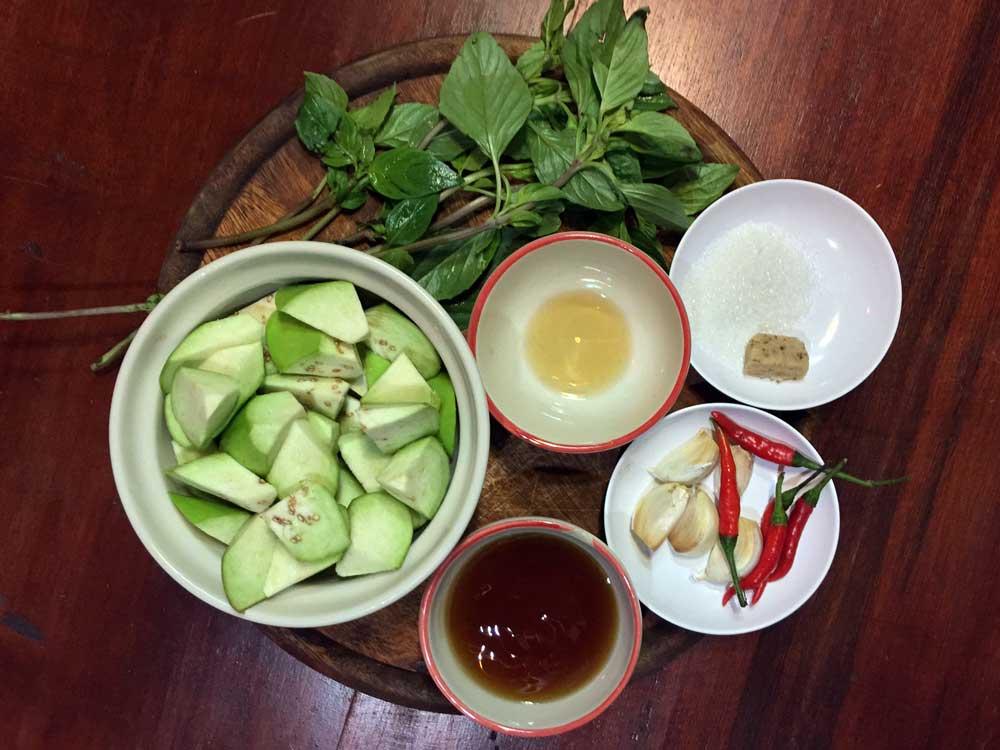 Thai Aubergine with Sweet Basil ingredients